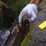 Ouverture officielle de la prise d'eau par R. Solioz, chef des travaux